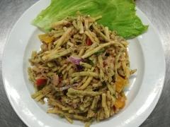 Špenátové špecle s tuňákem a zeleninou