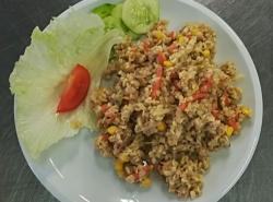 Bulgurový salát s tuňákem, přízdoba