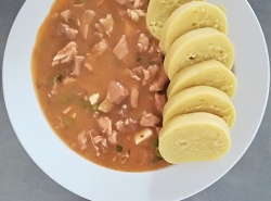 Domažlické ragú, bramborový knedlík