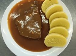 Hovězí pečeně na česneku, bramborový knedlík