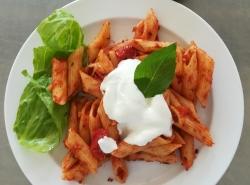 Těstoviny s ricottou a rajčaty