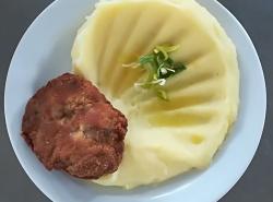 Kapustový karbanátek, bramborová kaše