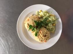 Kuřecí jáhlové rizoto, zeleninový salát