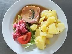 Kuřecí roláda, vařený brambor