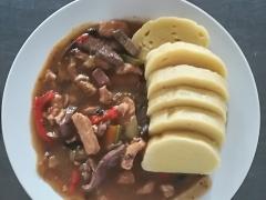 Masová směs Purkmistr (vepř. maso, vepř. játra, zelenina ), bramborový knedlík