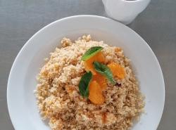 Medovy-kuskus-s-mandarinkami-a-susenym-ovocem