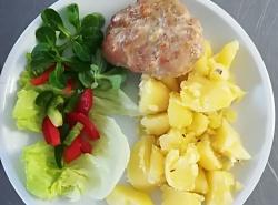 Přírodní sekaný řízek s nivou, vařený brambor
