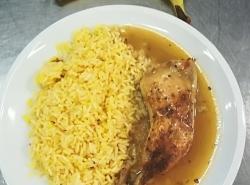 Pečené kuřecí stehno, šafránová rýže