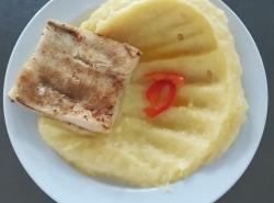 Rybí file na másle, bramborová kaše