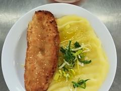 Rybí porce v bramborovém obalu, bramborová kaše