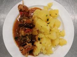 Srbske-veprove-raznici-vareny-brambor