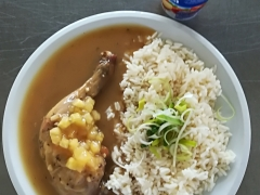 Staročeské kuřecí stehno, dušená rýže