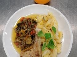 Treska na zelenině, vařený brambor