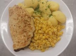 Vajecna-omeleta-s-uzenym-syrem-kukurice-na-masle-vareny-brambor