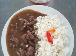 Vepřová játra na cibulce, dušená rýže