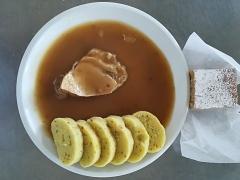 Vepřové alá bažant, bramborové knedlíky s cibulkou a pažitkou