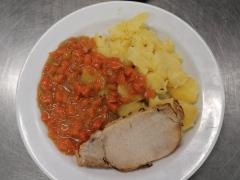Vepřový-plátek-dušená-mrkev-vařený-brambor