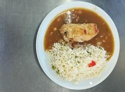 Vepřový závitek, dušená hrášková rýže