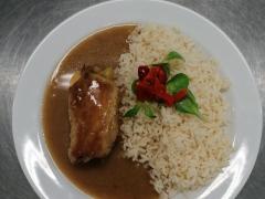 Vepřový závitek, dušená rýže