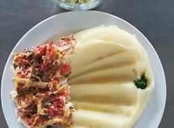 Zapečené rybí file se zeleninou, bramborová kaše
