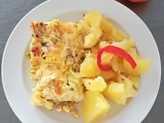 Zapečený hermelín s květákem, vařený brambor