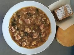 Dušené vepřové maso v kapustě, rozpek s chia semínky