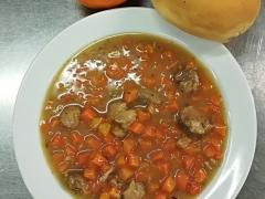 Dušené vepřové maso v mrkvi, rozpek s chia semínky