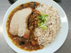 Krůtí plátek na asijský způsob, dušená rýže