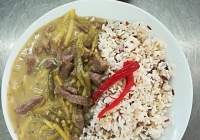 Hovězí nudličky, duo fazole na smetaně, dušená jasmínová rýže