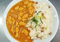 Kuřecí nudličky po indicku, cizrnová rýže