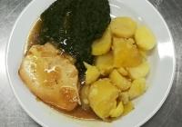 Pečená krůtí prsa, dušený špenát, vařený brambor